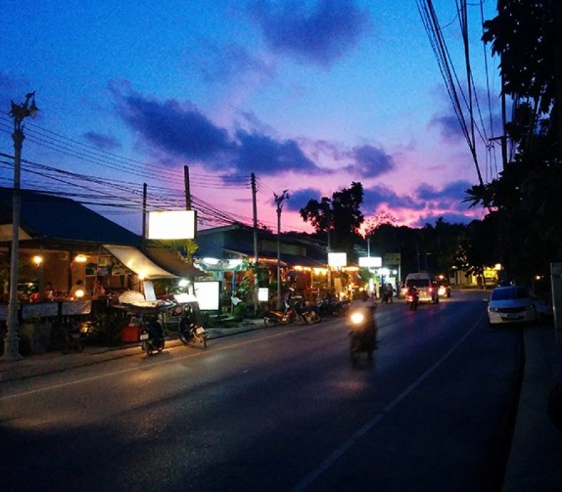 Choeng Mon village at night